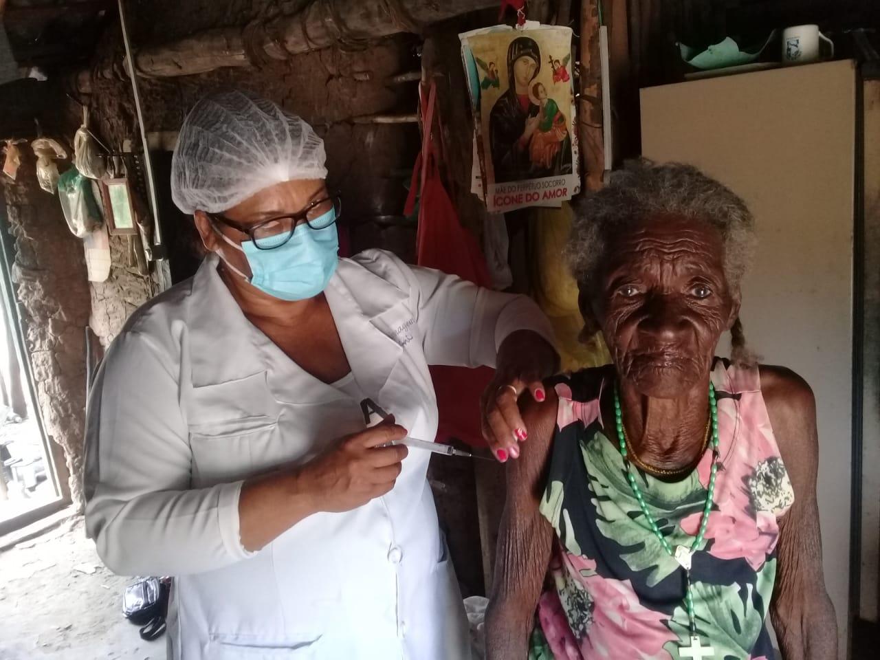 Vacinação nos Quilombos de Pau D'arco e Parateca, na Bahia./ Foto: Conaq